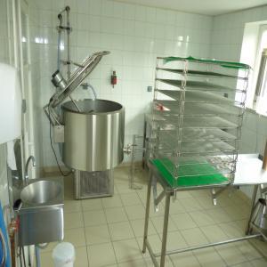 cherche salle traite chevres et fabrique fromage neuve neuve 36 50 places alg rie. Black Bedroom Furniture Sets. Home Design Ideas